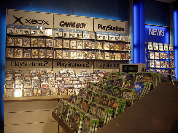 Retail display of video games