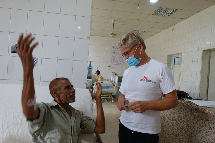 Tankred Stöbe im Patientengespräch (Foto: Stöbe)